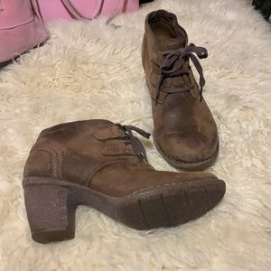 Like new Clarks distressed leather boots